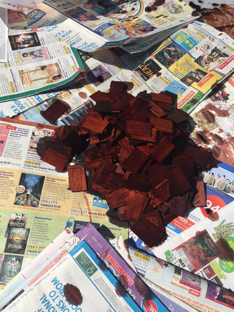 A picture of the heap of dyed shingles