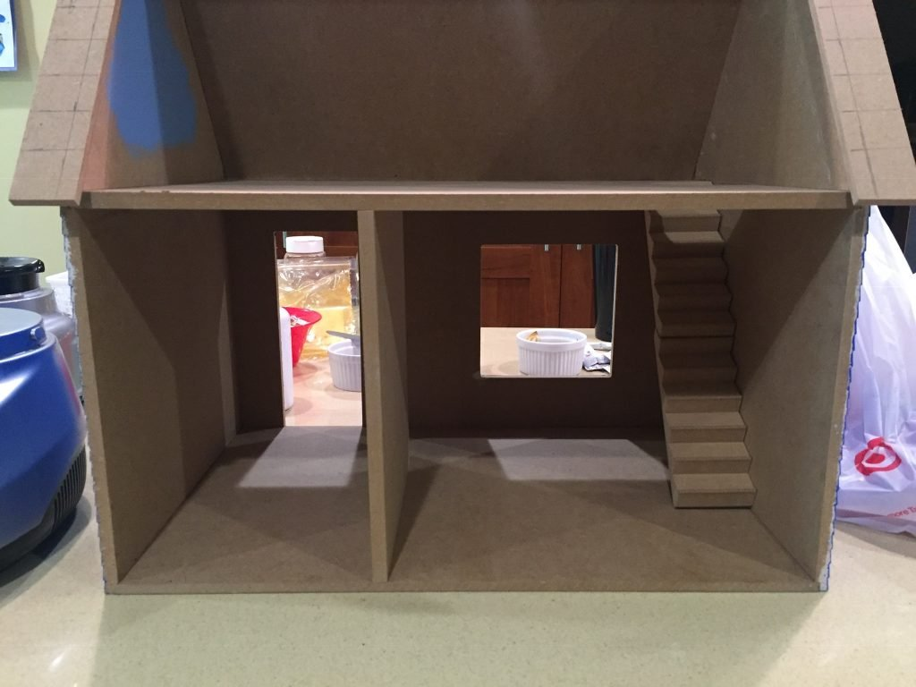 A picture of the dollhouse with the room divider toward the out most edge of the house (toward you).