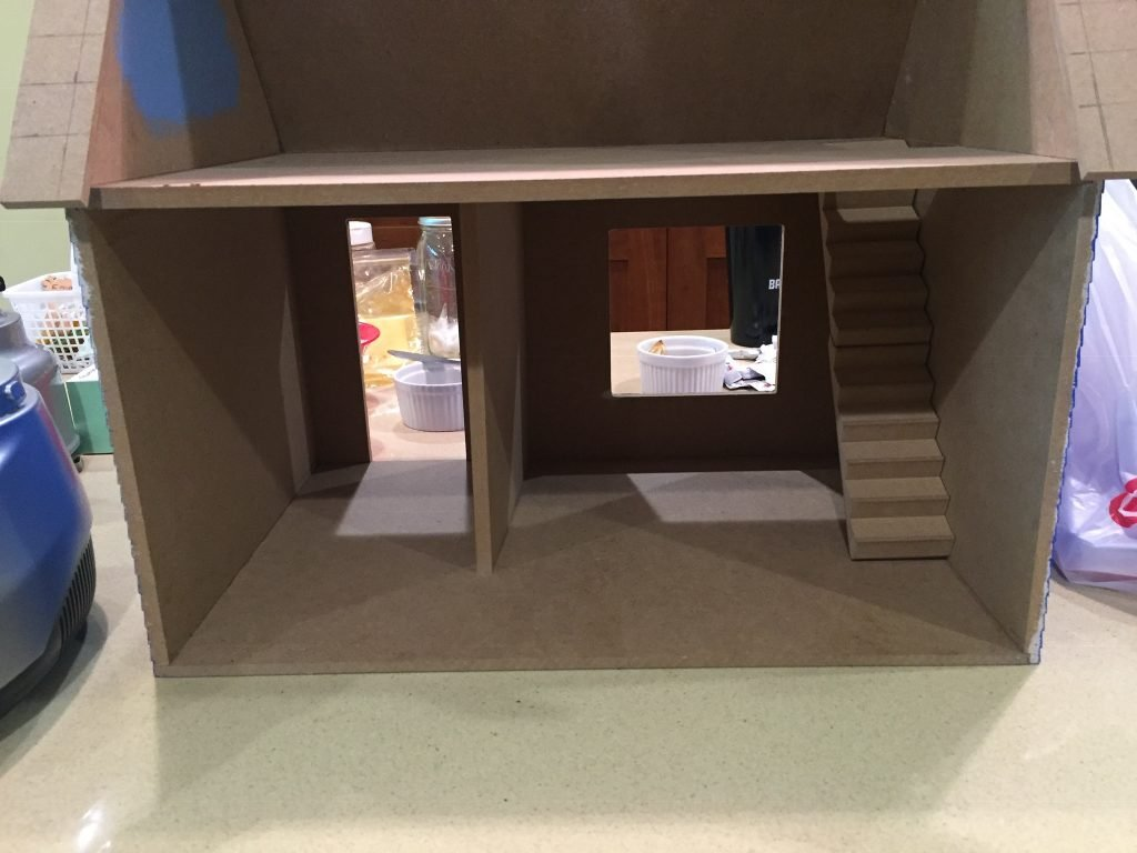A picture of the dollhouse with the bottom divider toward the far edge of the dollhouse (away from you).