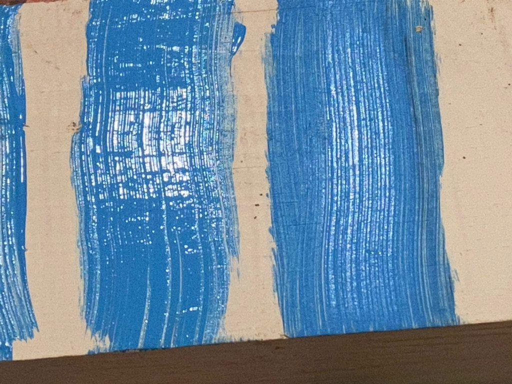 A close up of the already dried edges of the acrylic paint that did not have extender